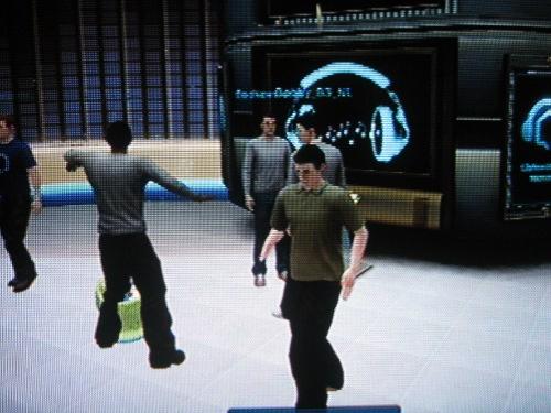 La gente bailando por la rockola, yo haciendo mi baile robot