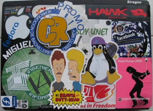 Calcomanías en la laptop de Skatox