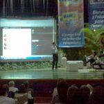 Angel Mendez mostrando el Timeline del evento