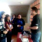 Arturo Martinez informando a los alumnos sobre el proyecto Mozilla