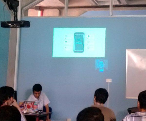 Andres Villanueva hablando sobre Firebase