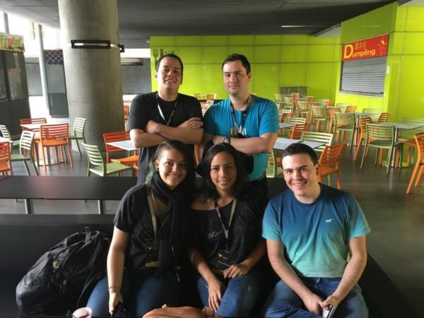 El grupo de Venezolanos (y un invitado de Colombia) del JSConf Colombia