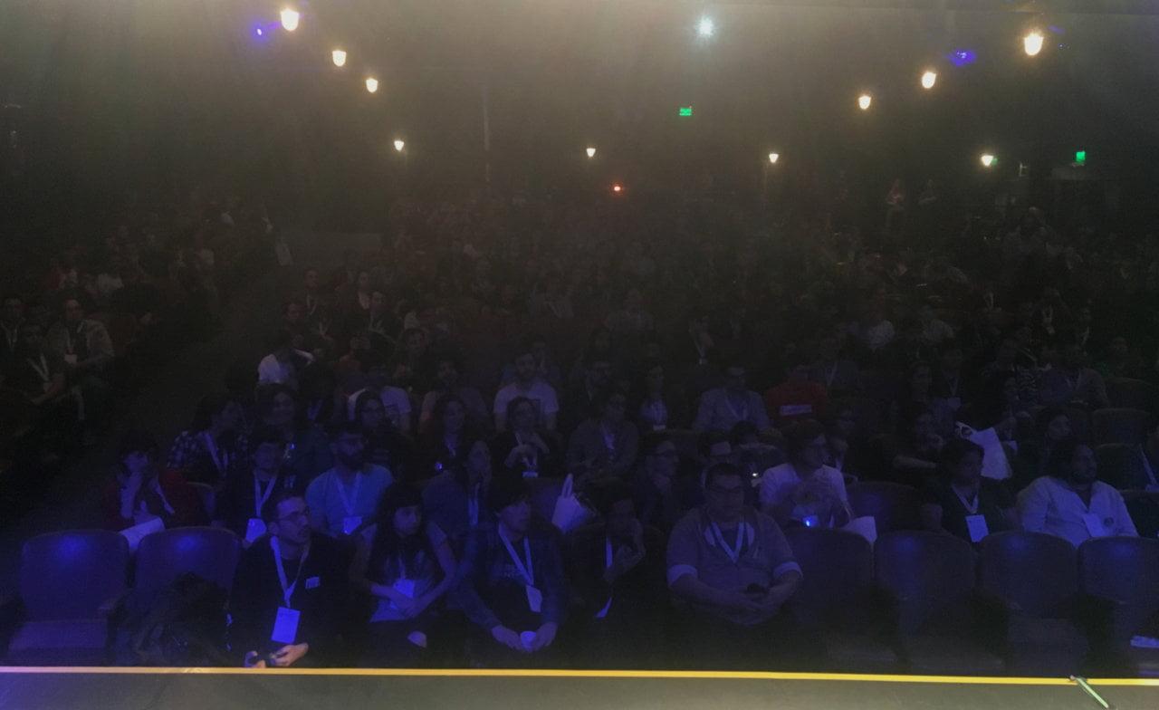 Una vista sobre la cantidad de personas desde el escenario