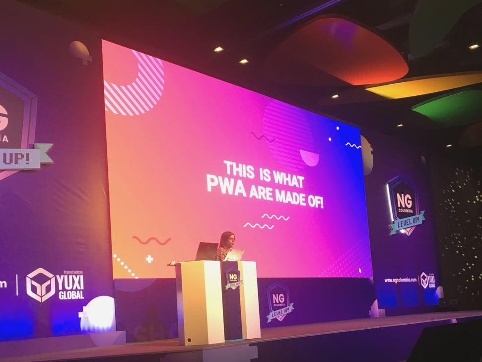 Tatiana Molina compartiendo sus conocimientos sobre PWA