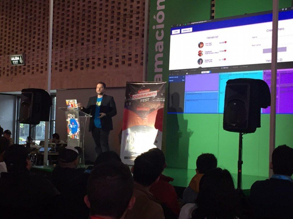 Skatox hablando sobre el navegador es tu mejor amigo en el Women Community Fest