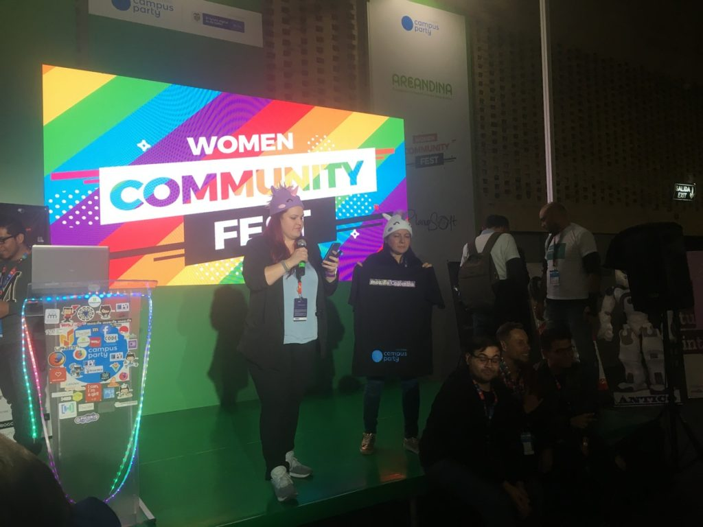 Rifa de la camiseta de Mozilla Colombia en el Women Community Fest