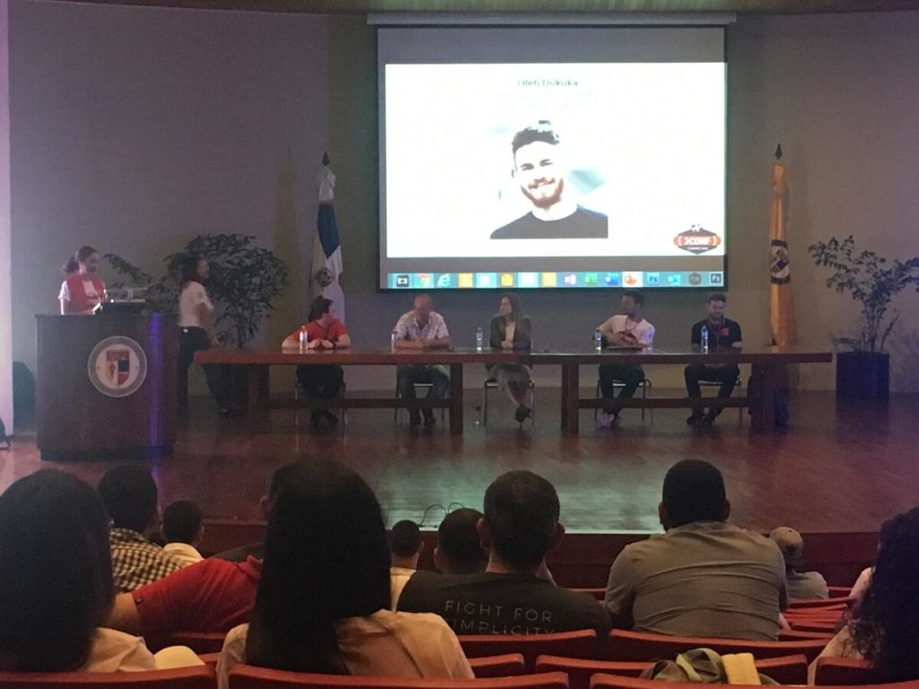Panel de conferencistas del JConf Dominicana