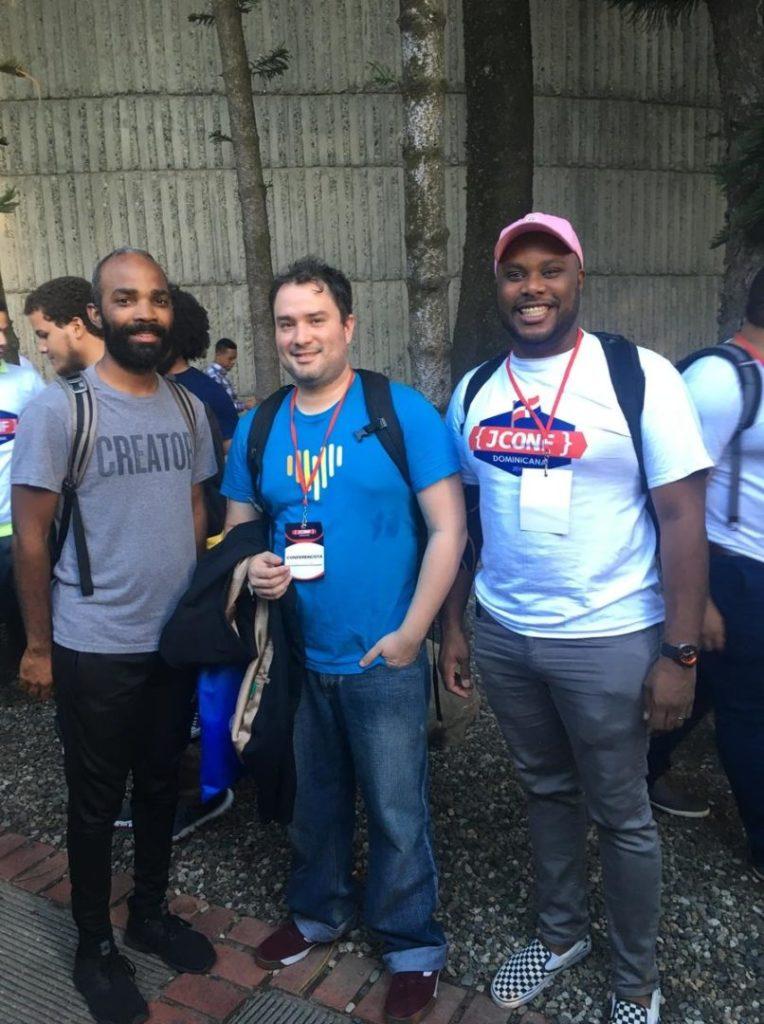 Haciendo amigos en el JConf Dominicana