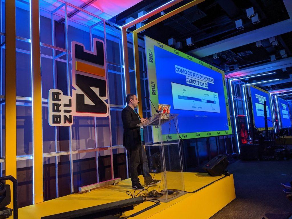 Miguel Useche hablando de Webassembly en el BrazilJS Conf del 2019