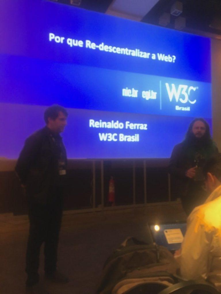 Reinaldo Ferraz hablando sobre descentralización de la web